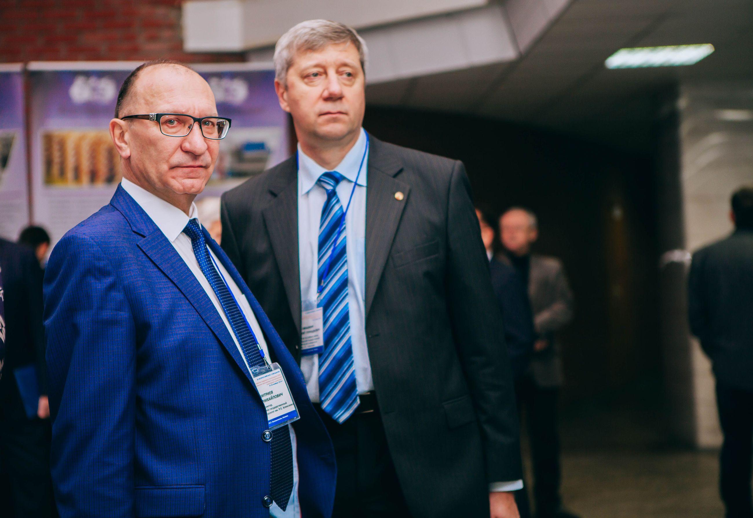 Сергей Михайлович Дмитриев (слева)